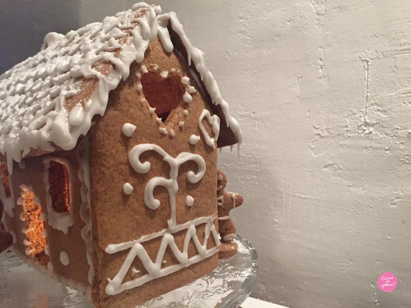 Maison Pain D Epices Gingerbread House Maison De Noel