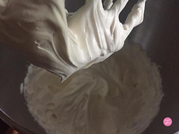 crème montée passion macaron géant