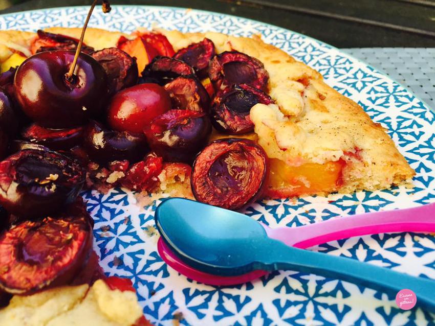 Tarte rustique aux nectarines et cerises