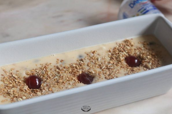 cuisson du cake aux cerises confites et granola
