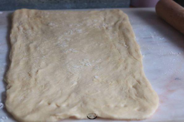 pâte brioches suisses étalée