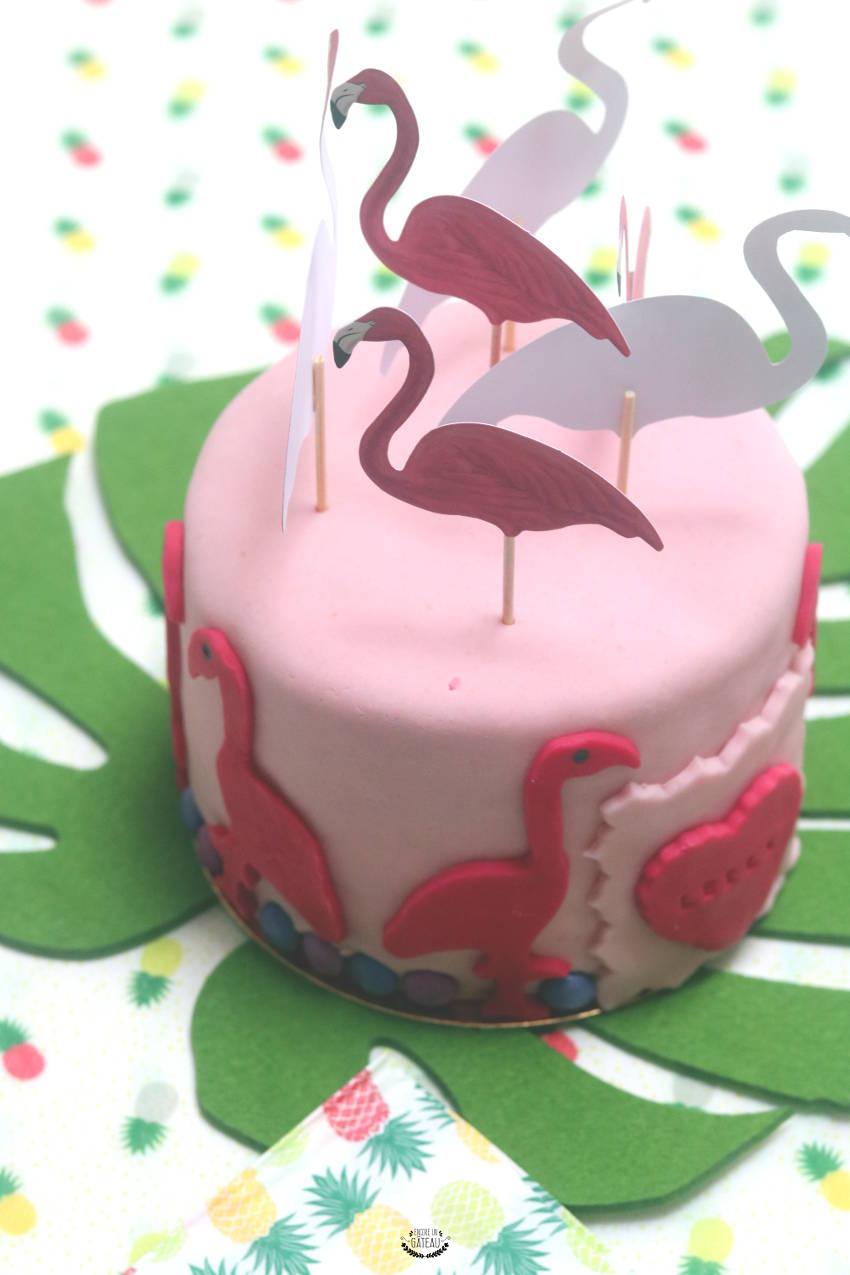 gâteau flamant rose pâte à sucre