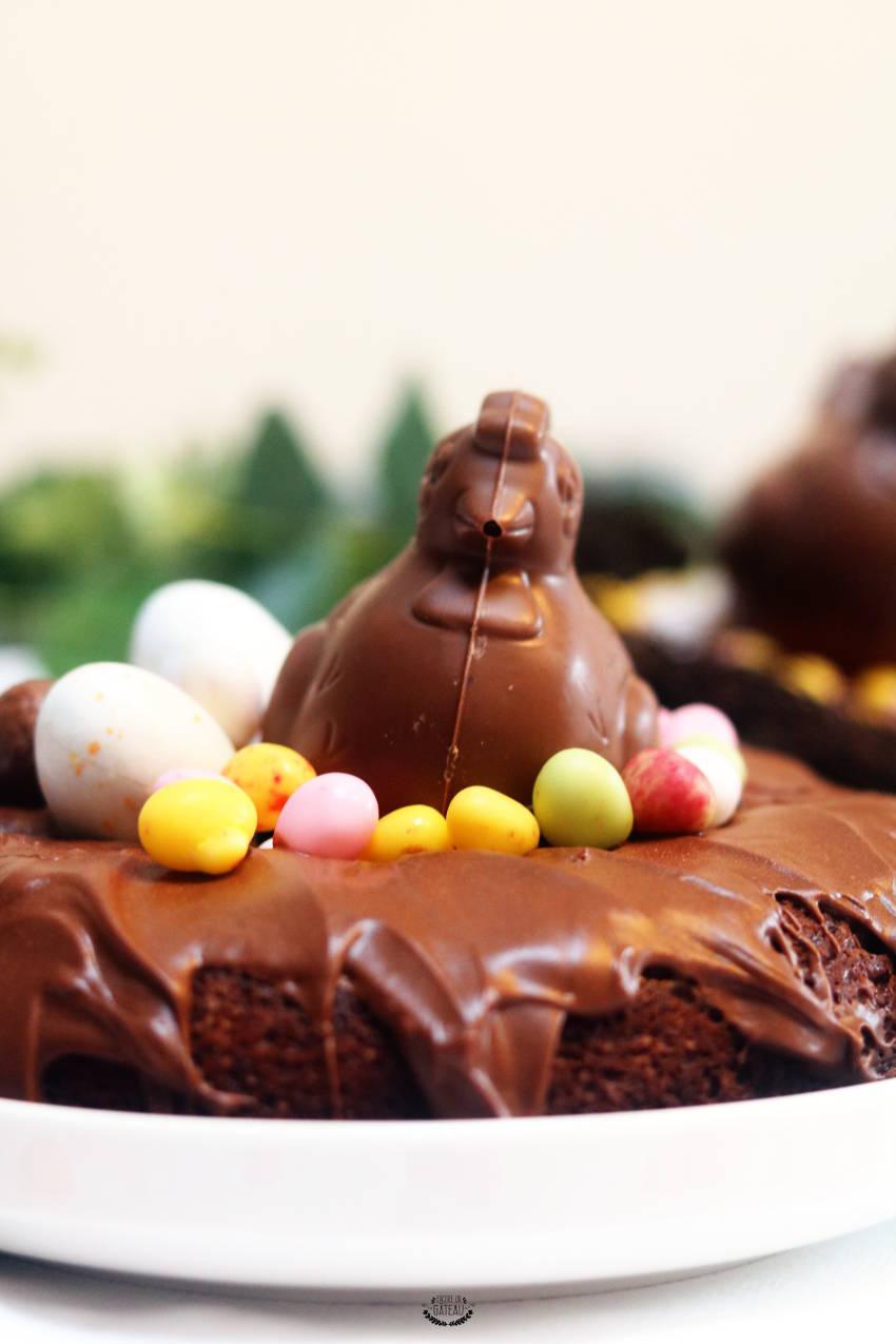 faire un gâteau aux chocolats de pâques