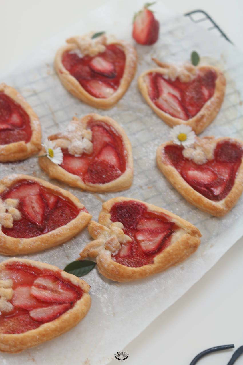 tartelettes aux fraises en forme de fraises. Black Bedroom Furniture Sets. Home Design Ideas