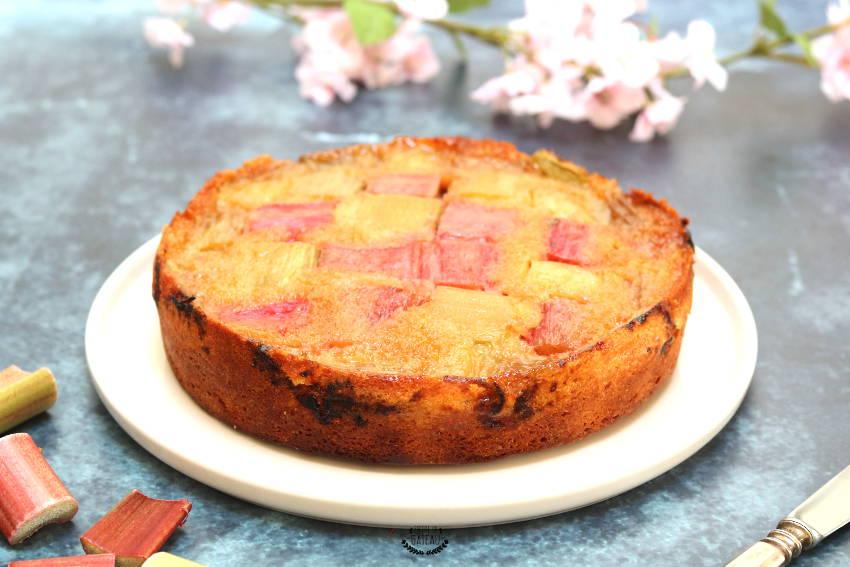 gâteau renversé à la rhubarbe fraîche