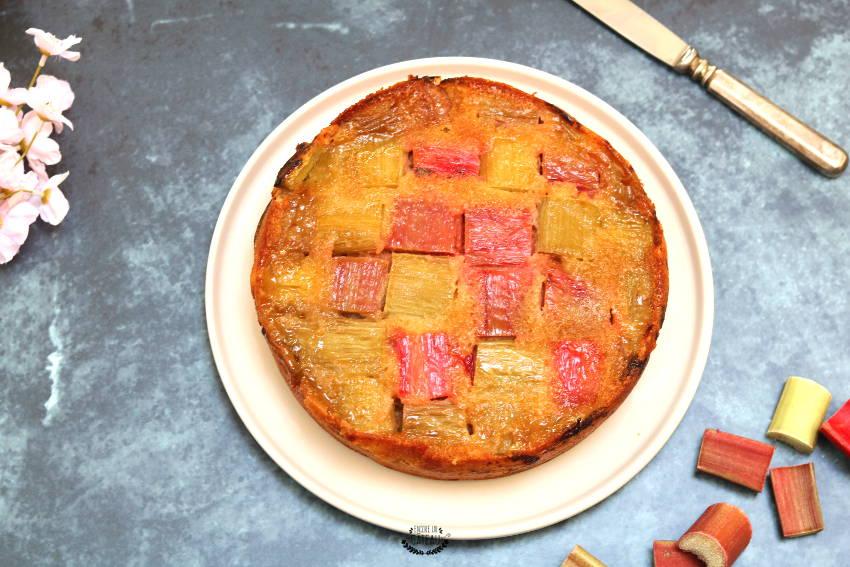 gâteau renversé à la rhubarbe facile à faire