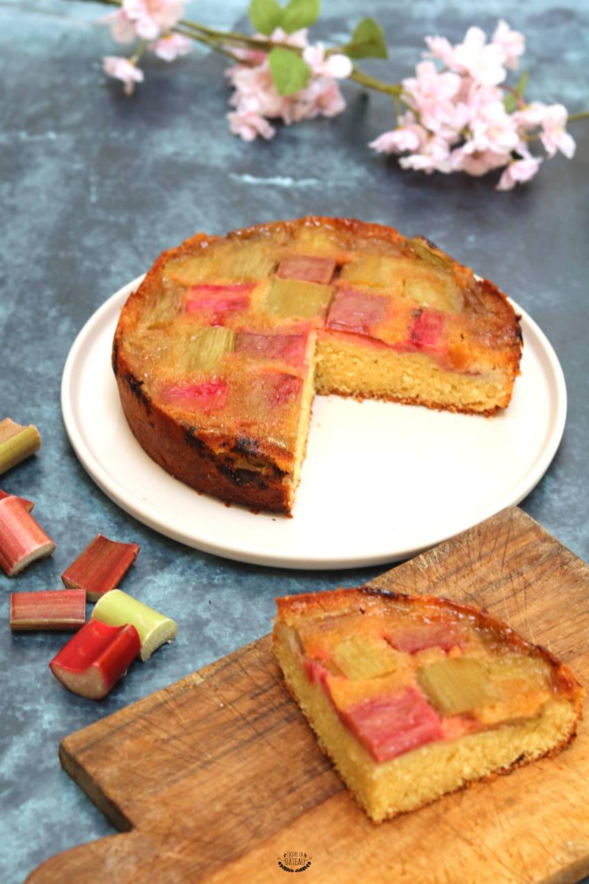 joli gâteau renversé à la rhubarbe