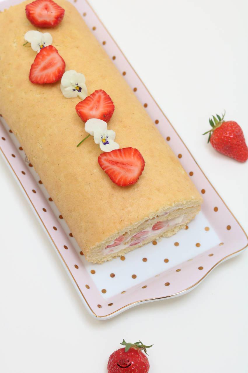recette facile de biscuit roulé fraises chantilly