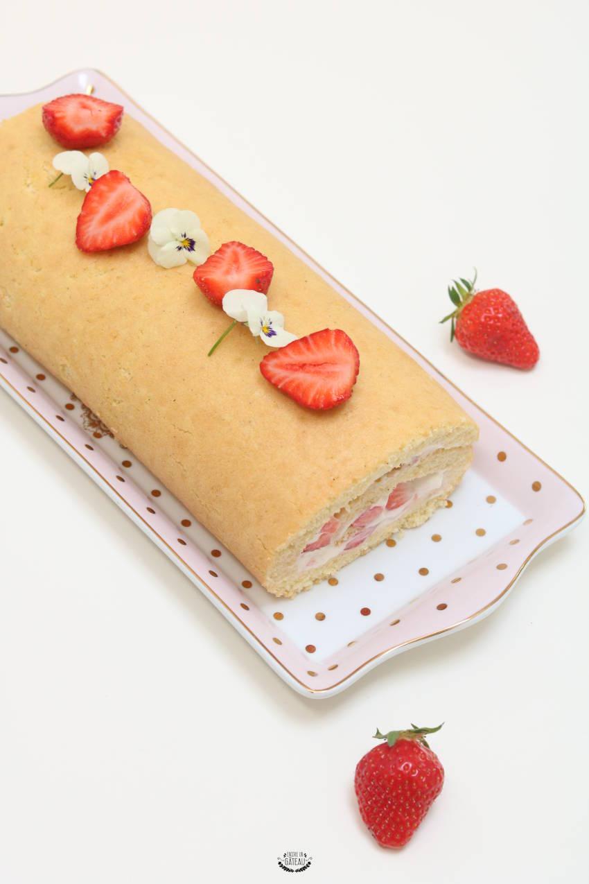 recette rapide de biscuit roulé aux fraises et chantilly