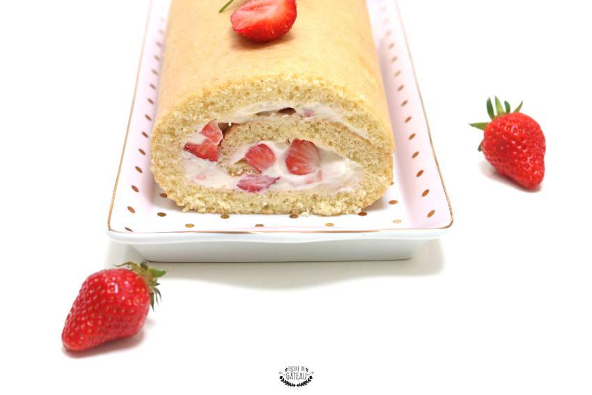 comment rouler un biscuit roulé aux fraises et chantilly ?