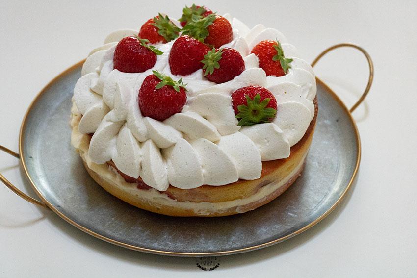 gâteau d'anniversaire aux fraises