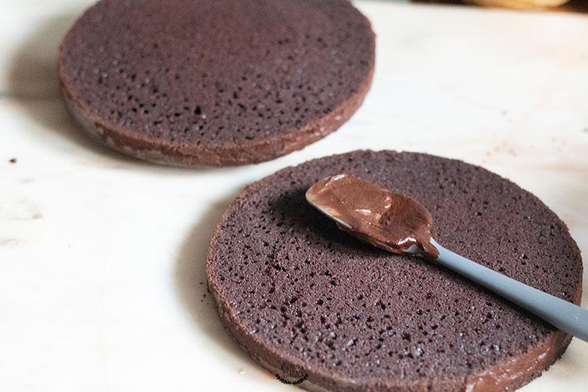 découpe devil's food cake