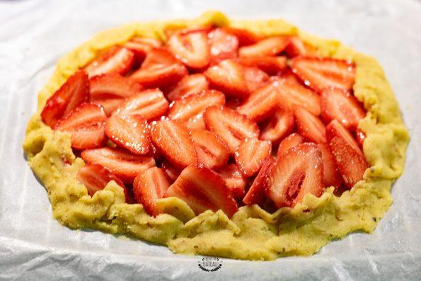 tarte rustique fraise pistache avant cuisson