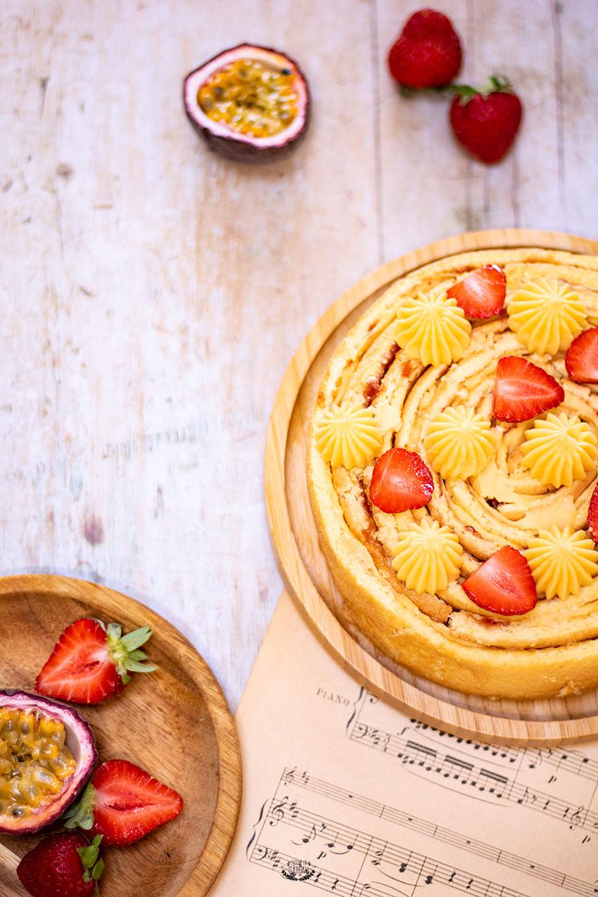 gâteau roulé passion fraise à la verticale