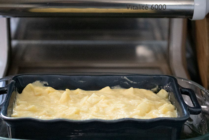gâteau madeleine aux pommes avant cuisson