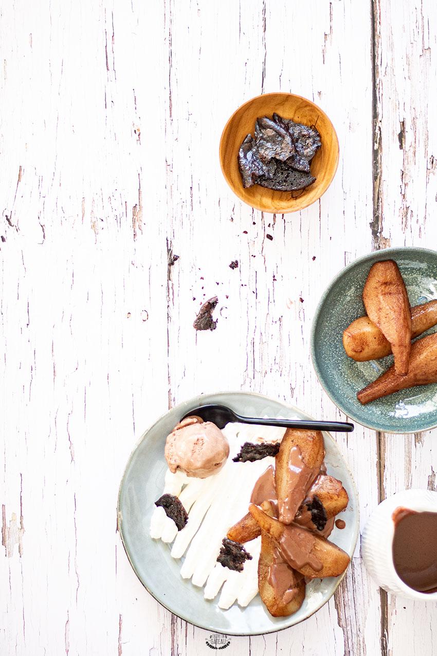 dessert à l'assiette poire et cacao