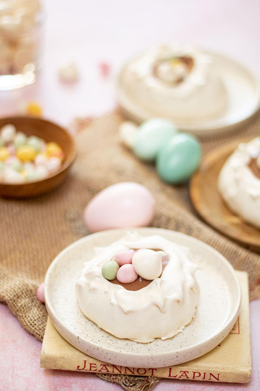 meringues nids de pâques mousse chocolat