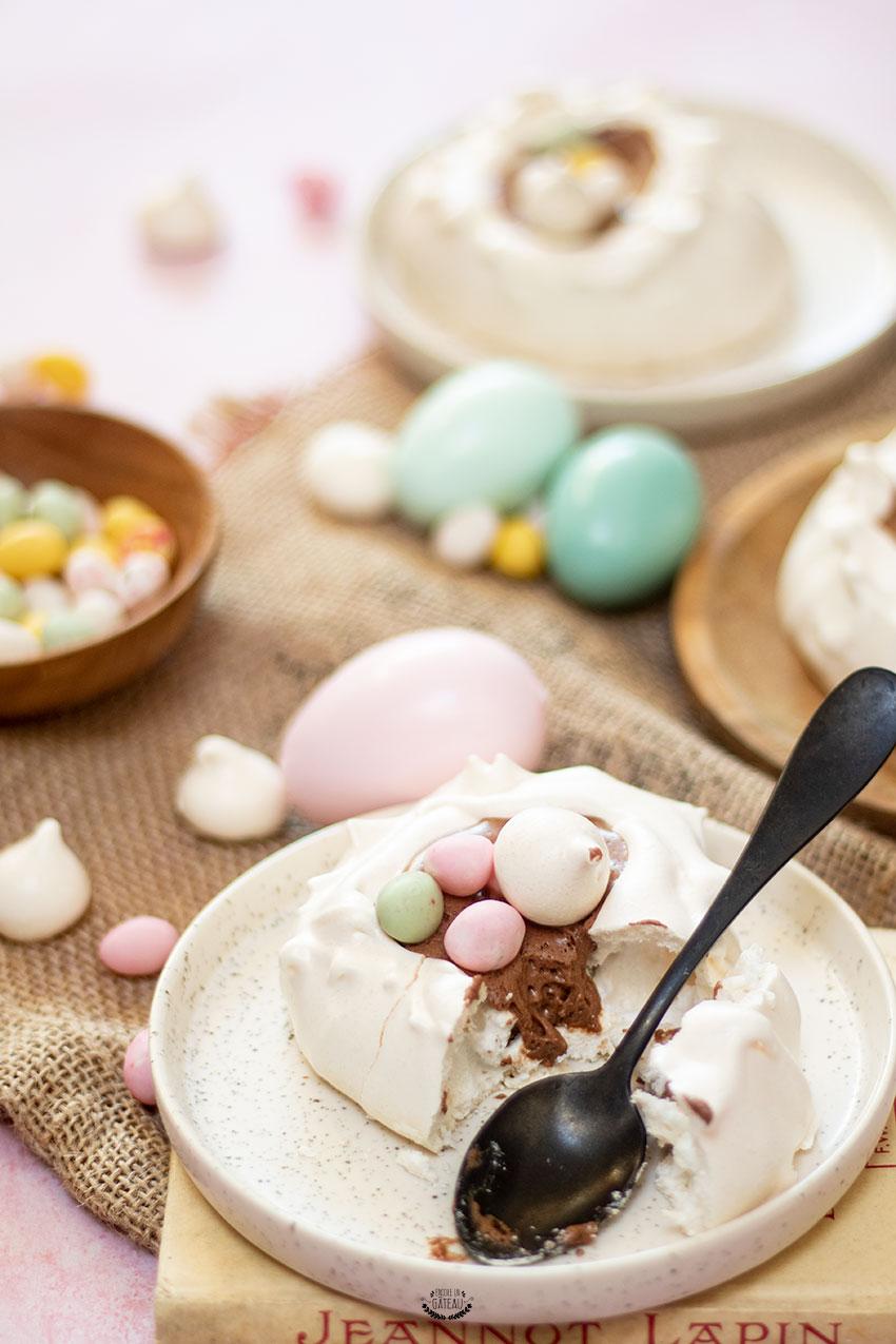 nid de pâques meringue et mousse au chocolat
