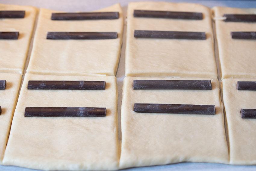 découpe pains au chocolat briochés